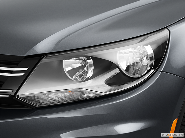 2013 Volkswagen Tiguan Drivers Side Headlight