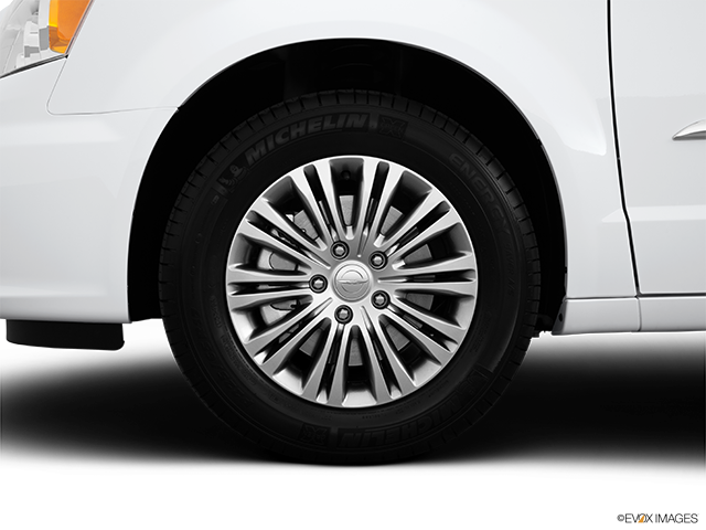 2014 Chrysler Town and Country Front Drivers side wheel at profile