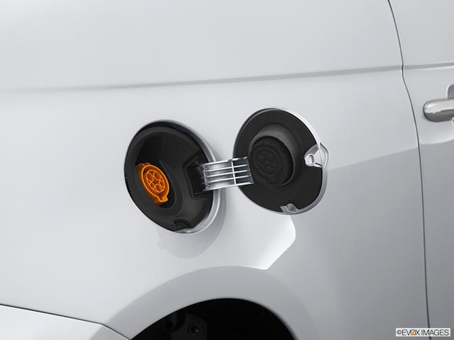 2014 FIAT 500e Gas cap open
