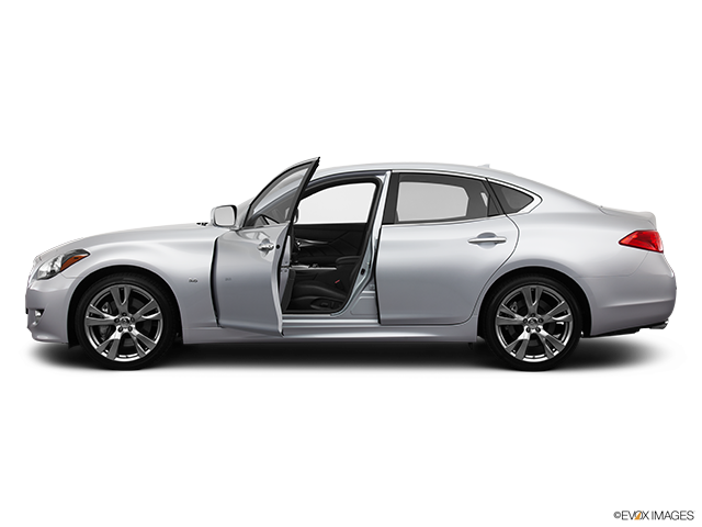 2014 INFINITI Q70 Driver's side profile with drivers side door open
