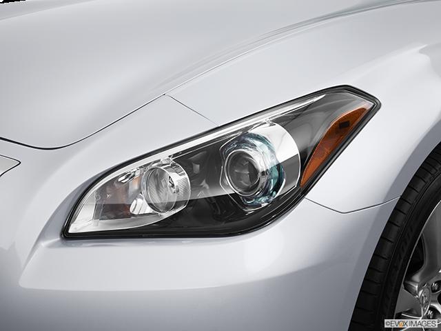 2014 INFINITI Q70 Drivers Side Headlight