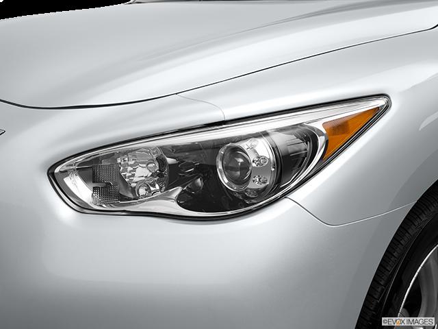 2014 INFINITI QX60 Drivers Side Headlight