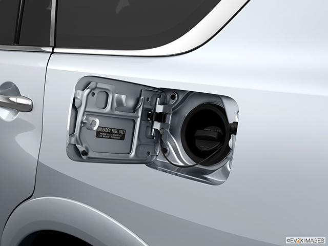2014 INFINITI QX80 Gas cap open