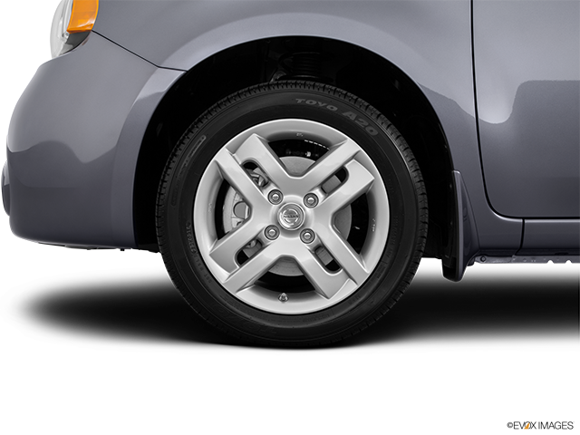 2014 Nissan cube Front Drivers side wheel at profile