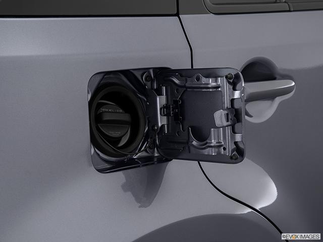 2014 Nissan cube Gas cap open