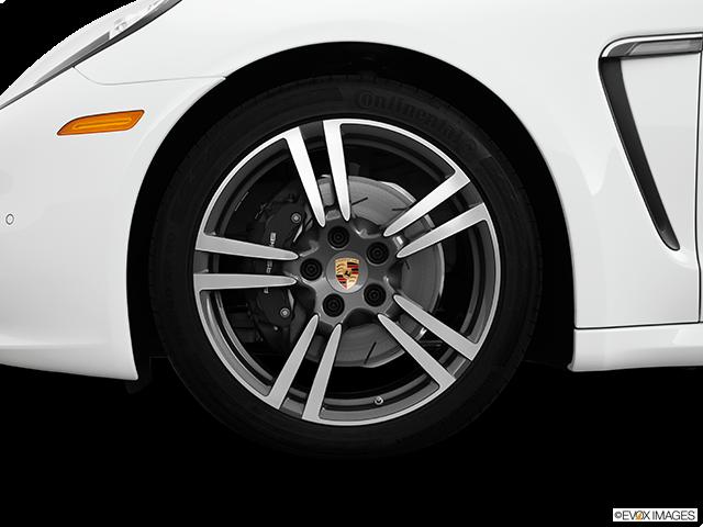 2014 Porsche Panamera Front Drivers side wheel at profile