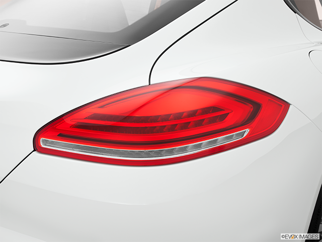 2014 Porsche Panamera Passenger Side Taillight
