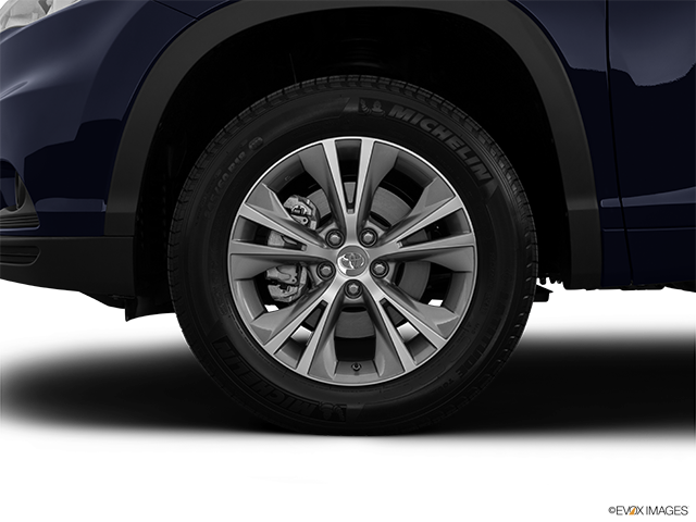 2014 Toyota Highlander Front Drivers side wheel at profile