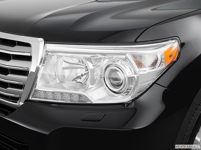 2014 Toyota Land Cruiser Drivers Side Headlight