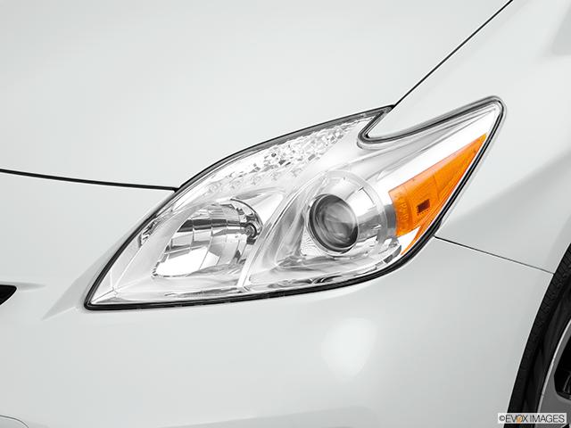 2014 Toyota Prius Drivers Side Headlight