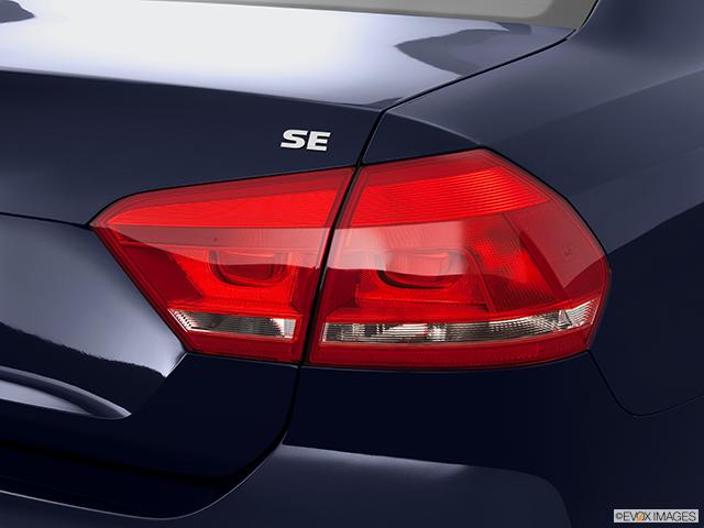 2014 Volkswagen Passat Passenger Side Taillight