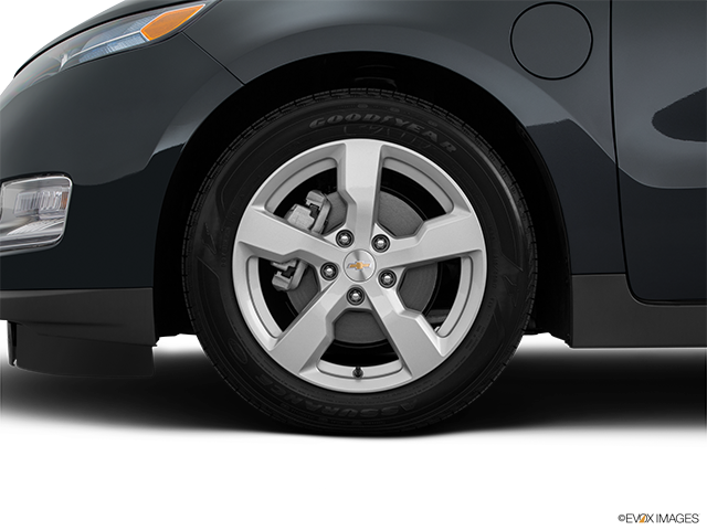 2015 Chevrolet Volt Front Drivers side wheel at profile