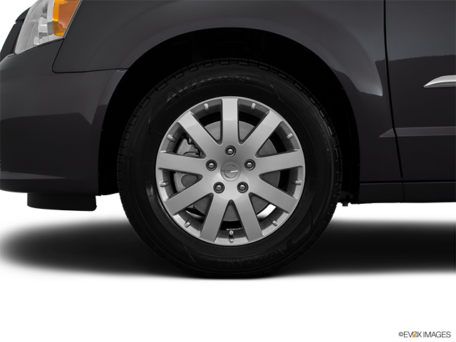 2015 Chrysler Town and Country Front Drivers side wheel at profile