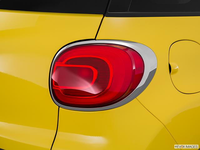 2015 FIAT 500L Passenger Side Taillight