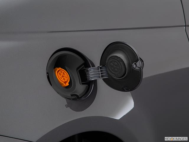 2015 FIAT 500e Gas cap open