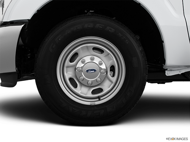 2015 Ford F-250 Super Duty Front Drivers side wheel at profile