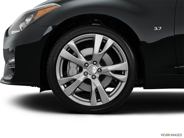2015 INFINITI Q70 Front Drivers side wheel at profile