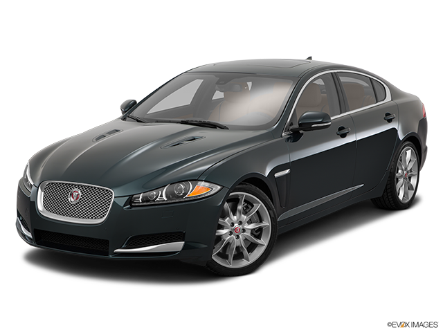 2015 Jaguar XF Front angle view