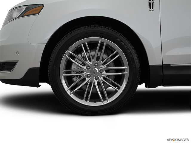 2015 Lincoln MKT Front Drivers side wheel at profile