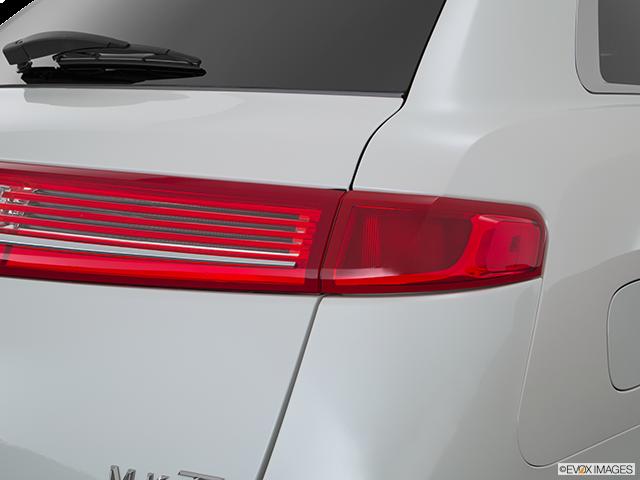 2015 Lincoln MKT Passenger Side Taillight