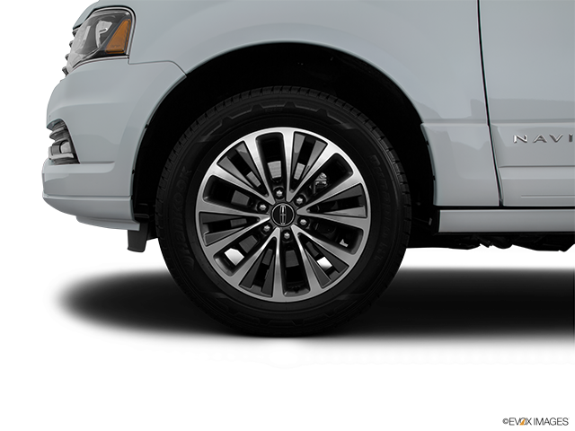 2015 Lincoln Navigator L Front Drivers side wheel at profile