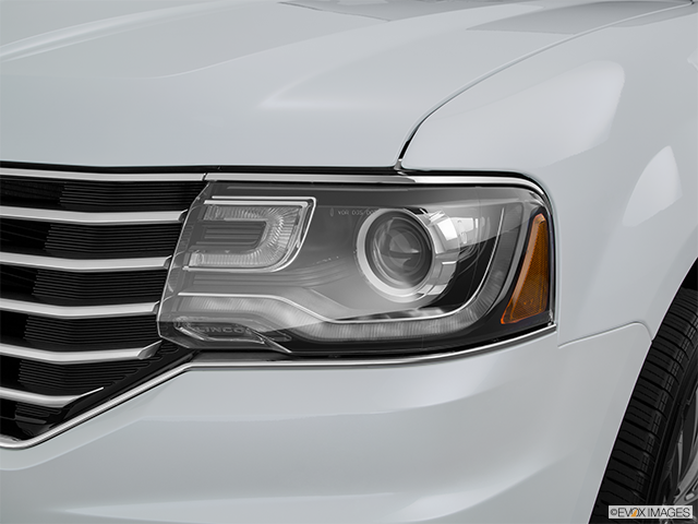 2015 Lincoln Navigator L Drivers Side Headlight