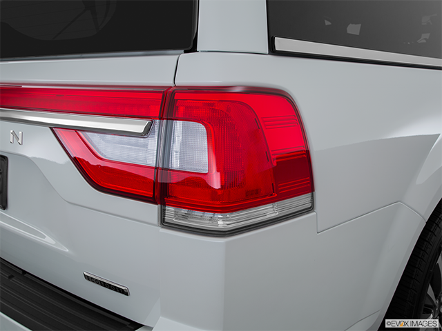 2015 Lincoln Navigator L Passenger Side Taillight