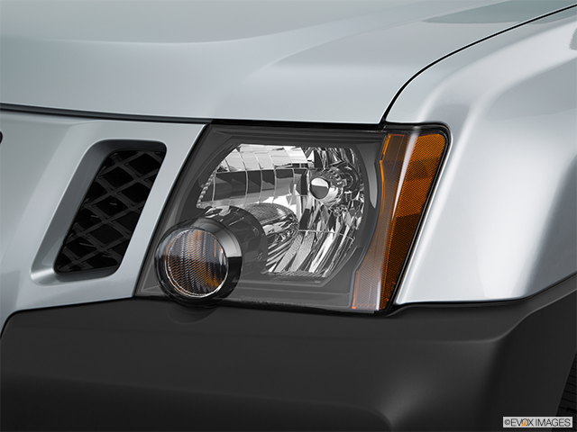 2015 Nissan Xterra Drivers Side Headlight
