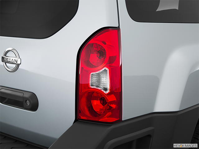 2015 Nissan Xterra Passenger Side Taillight