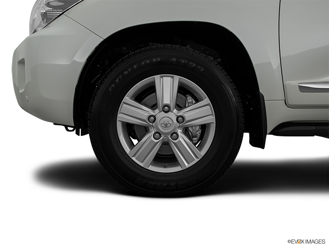 2015 Toyota Land Cruiser Front Drivers side wheel at profile