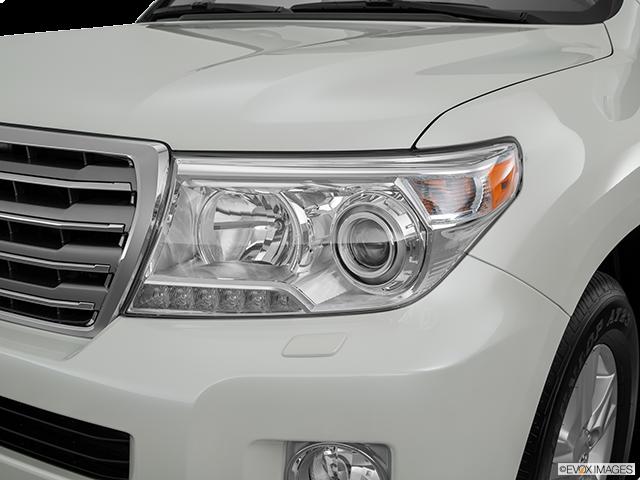 2015 Toyota Land Cruiser Drivers Side Headlight