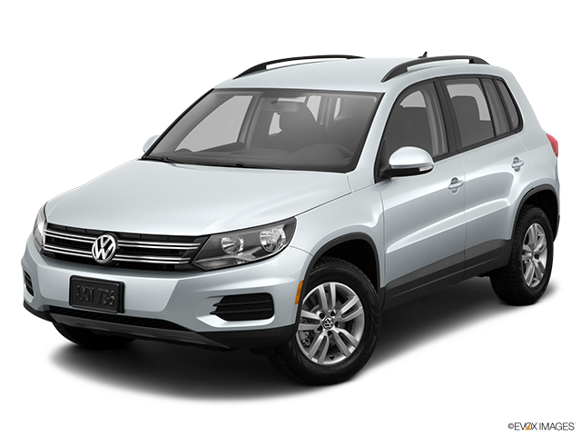 2015 Volkswagen Tiguan Front angle view
