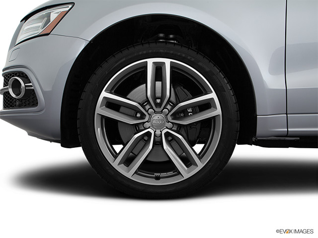 2016 Audi SQ5 Front Drivers side wheel at profile