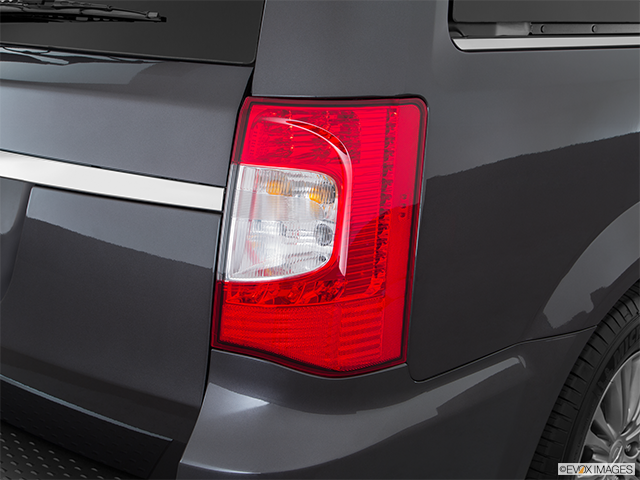 2016 Chrysler Town and Country Passenger Side Taillight