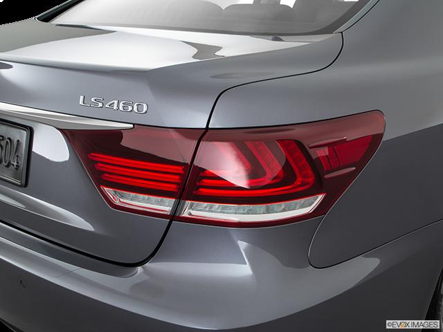 2016 Lexus LS 460 Passenger Side Taillight