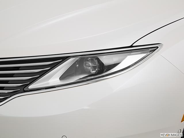 2016 Lincoln MKZ Drivers Side Headlight