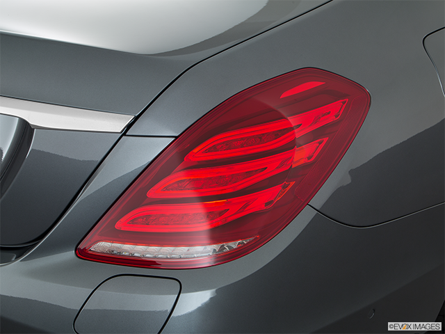 2016 Mercedes-Benz S-Class Passenger Side Taillight