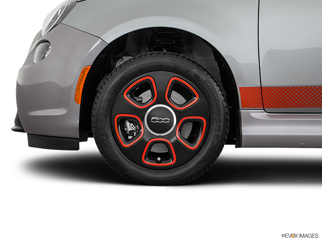 2017 FIAT 500e Front Drivers side wheel at profile