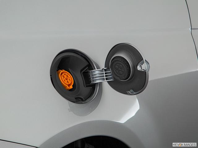 2017 FIAT 500e Gas cap open