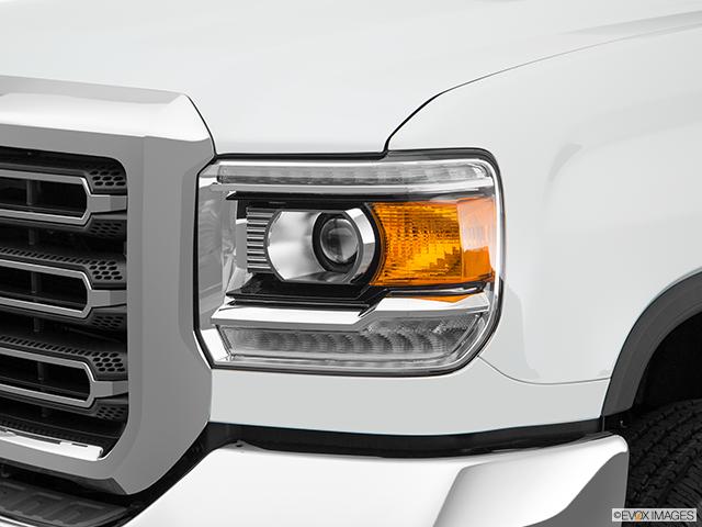 2017 GMC Sierra 2500HD Drivers Side Headlight
