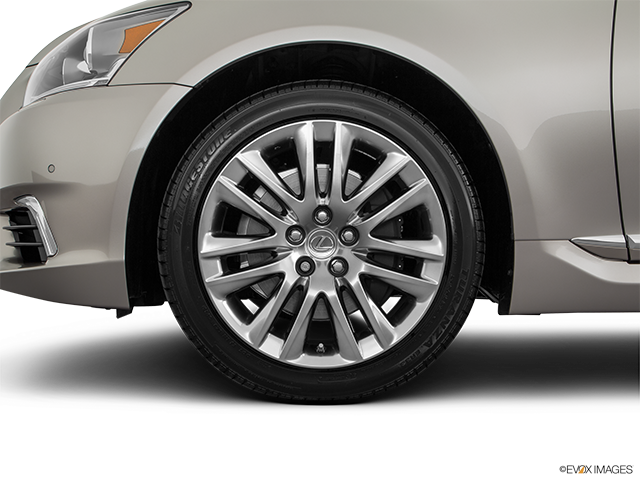 2017 Lexus LS 460 Front Drivers side wheel at profile