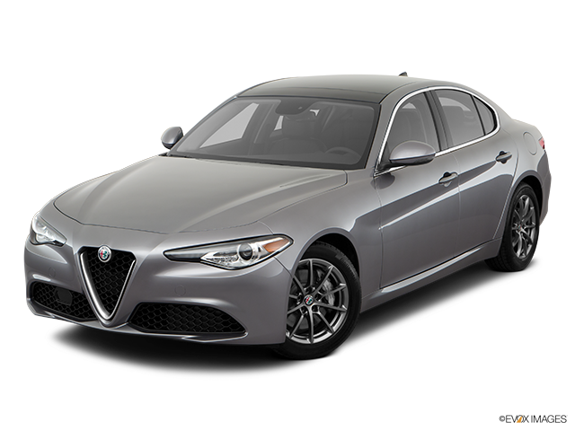 2018 Alfa Romeo Giulia Front angle view