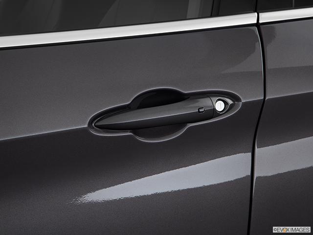 2018 Alfa Romeo Stelvio Drivers Side Door handle