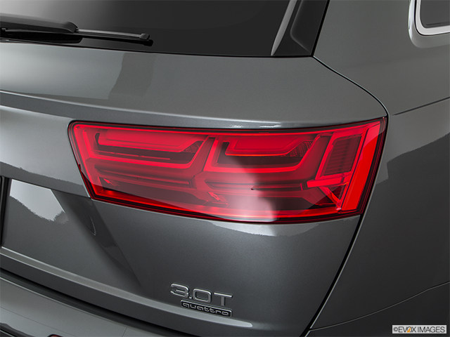 2018 Audi Q7 Passenger Side Taillight