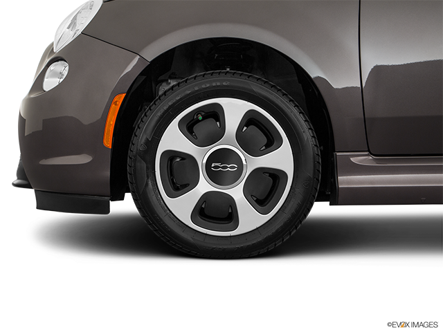 2018 FIAT 500e Front Drivers side wheel at profile