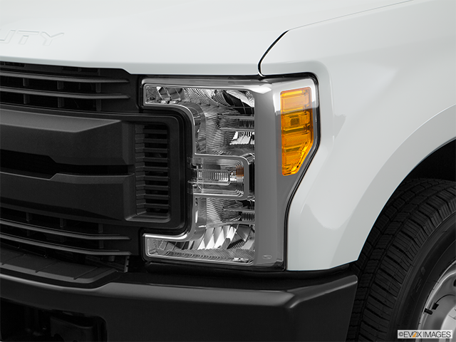 2018 Ford F-250 Super Duty Drivers Side Headlight