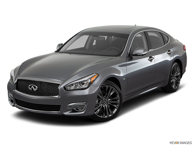 2018 INFINITI Q70 Front angle view