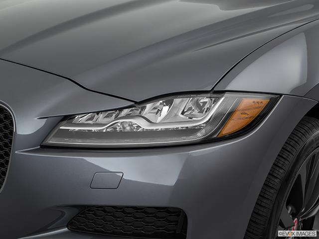 2018 Jaguar F-PACE Drivers Side Headlight