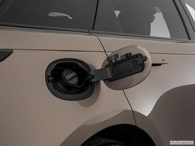 2018 Land Rover Range Rover Velar Gas cap open