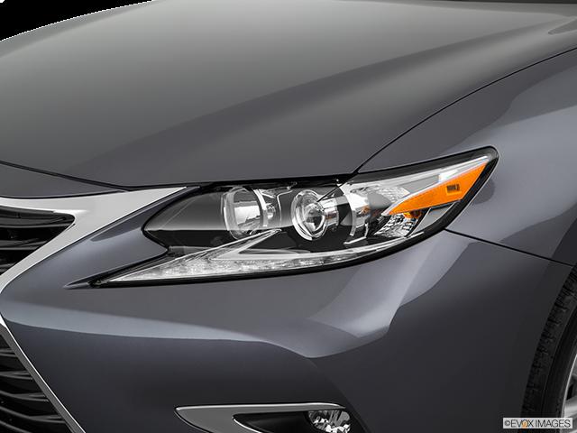 2018 Lexus ES 350 Drivers Side Headlight